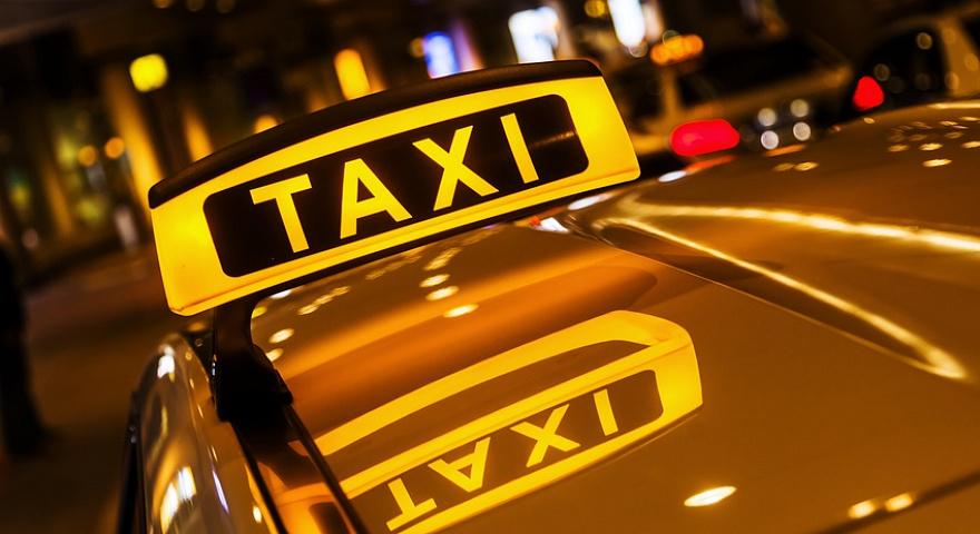 Казахстанцы пересаживаются из такси в общественный транспорт